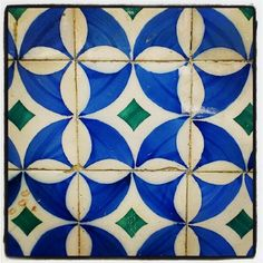 Tiles in Lisbon I wonder...if I could turn this into a quilt (patchwork) pattern?