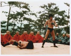 Bruce Lee - Enter the Dragon Martial Arts Movies, Martial Artists, Bruce Lee Wing Chun, Bruce Lee Martial Arts, Bruce Lee Photos, Enter The Dragon, Little Dragon, Jackie Chan, Old Movies