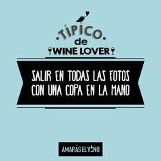 """#TipicodeWinelover: """"Salir en todas las fotos... con una copa en la mano"""" #AmarasElVino #Wine #Vino #WineHumor Wine Lovers, In This Moment, Humor, Signs, Movie Posters, Breakfast Nook, Funny Wine, Going Out, Photos"""
