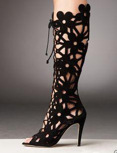 "how about a crochet version as ""leg warmers""? Manolo Blahnik suede cut out peep toe boots! Guêtres Au Crochet, Crochet Boots, Crazy Shoes, Me Too Shoes, Cutout Boots, Summer Boots, Sexy Boots, Low Boots, Sexy Heels"