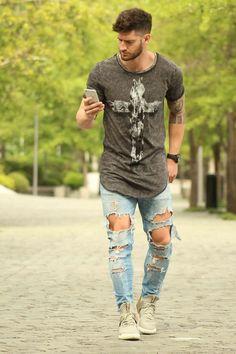 Macho Moda - Blog de Moda Masculina: Calça Jeans Masculina: 3 modelos que estão em alta pro Verão 2017, Moda Masculina, Roupa de Homem, Moda para Homens, Calça Jeans, Calça Skinny, Camiseta de Cruz, Calça Rasgada, Calça Destroyed, Yeezy, Camiseta Longline