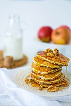 Delightful pancakes recipe with a twist of fall. Apples, cinnamon and walnuts will surely brighten your morning! Mini Pancakes, Homemade Pancakes, Waffles, What's For Breakfast, Breakfast Pancakes, Brunch Recipes, Breakfast Recipes, Pancake Recipes, Yummy Recipes