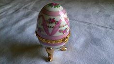 Vintage Aufbewahrung - Ei aus Porzellan Deko auch als Pillendose Rosa - ein Designerstück von Grossmutters_Lieblinge bei DaWanda