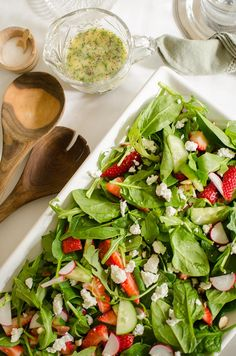strawberry-spinach-salad-seed-salad-dressing