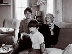 Mark Rothko with his wife, Mary Alice, and Christopher, circa After twenty-four years together Rothko and his wife separated on New Year's Day He subsequently moved into his East Street studio. On February Rothko's. Mark Rothko, Artist Life, Artist Art, Artist At Work, New York Studio, New York Art, Barnett Newman, Famous Artists, American Artists