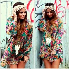 """<p>Definitivamente una de las nuevas tendencias para este verano 2015 es el famoso estilo del """"Hippie Chic"""" que vendría siendo un estilo hippie pero mas elegante, con esto viene la vuelta de las flores, los flecos, los vestidos cortos, las…</p>"""