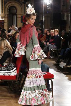 """Pepa Garrido presentó en la Pasarela We Love Flamenco su colección """"Puro Garrido"""".Una colección con vestidos que nos hacen retroceder en el tiempo para encontrarnos con los trajes cana…"""
