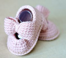 CROCHET PATTERN Baby Shoes with Matching Headband Baby Bow Shoes 3 Sizes Easy Photo Tutorial Digital File Instant Download