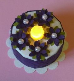 Another tealight cake. I love the simplicity of purple + white. The flowers look like little frosted violets.
