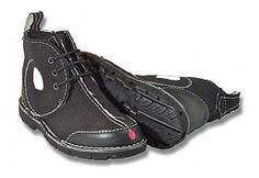 Que no!!!, que no son unas zapatillas, sino una campaña.  Unas zapatillas que no las produce un fabricante de calzado sino un colectivo anticapitalista, antiglobalización y anticonsumo.