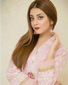 Pakistani Girl, Pakistani Actress, Pakistani Dresses Casual, Indian Dresses, Dps For Girls, Bridal Hairdo, Celebrity Photography, Hijabi Girl, Sexy Makeup