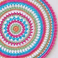 {Crochet} Mandy's Mega Mandala Cushion Pattern Free Crochet Square, Crochet Square Patterns, Crochet Round, Crochet Squares, Crochet Home, Crochet Stitches, Crochet Mandala Pattern, Crochet Circles, Mandala Making