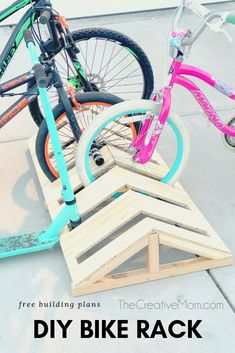 Free building plans for a DIY modern bike rack Unique Woodworking, Woodworking Box, Japanese Woodworking, Woodworking Projects Plans, Bike Wall, Rack Velo, Diy Bike Rack, Bike Stand Diy, Wood Bike Rack