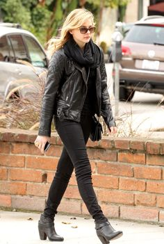 Black leather jacket + black skinny jeans outfit.