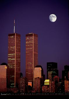 Twin towers, Manhattan moon - by Judy Helderman World Trade Towers, World Trade Center Nyc, Trade Centre, 11 September 2001, Shoot The Moon, Belle Villa, City Lights, City Life, Willis Tower
