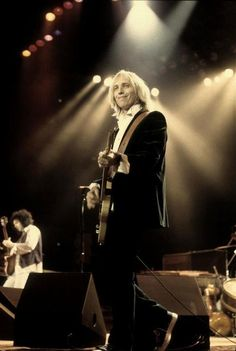 Tom Petty Cant wait to see him in concert in 4 days(: Tom Petty, Losing Your Best Friend, King Bee, Travelling Wilburys, My Tom, Blues Rock, Stevie Nicks, My Favorite Music, Music Stuff
