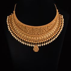 Wedding Jewellery Designs, Gold Jewellery Design, Gold Jewelry, Jewelery, Gold Necklace, Indian Jewelry Sets, Indian Wedding Jewelry, Jewelry Design Earrings, Necklace Designs