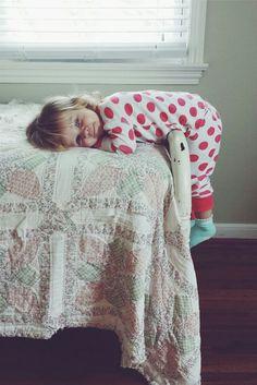Bedtime photo   Kid Photo   Family Lifestyle Photo   Cozy Photo Session