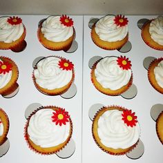 Vanilla Cupcakes, Daisies, Delish, Homemade, Baking, Simple, Desserts, Instagram, Food