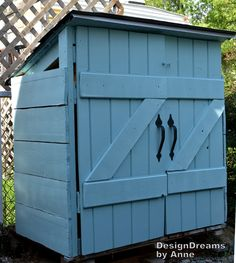 Budget DIY Project – How To Build A Shed For Just $30 - http://simplygreenandhealthy.com/budget-diy-project-build-shed-30/