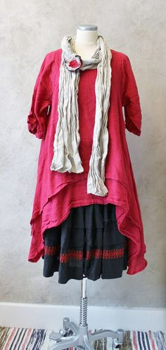 Gorgeous! I can't wear red, but really love this style.