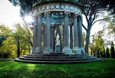 Discover Madrid's secret garden, the beautiful Parque de el Capricho. Find out about the history of this delightful park. Cool Places To Visit, Places To Go, Spain And Portugal, Garden Landscaping, Wander, Places Ive Been, Fountain, Gazebo, Tourism