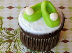 Tinker Bell Shoes cupcakes... Going to make these for Navara's birthday :)