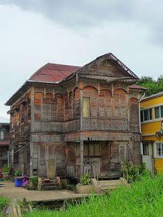 My Krung Thep กรุงเทพฯ (Bangkok): Good Morning Old Bangkok Thonburi ธนบุรี Walking Tour Abandoned Houses, Walking Tour, Bangkok, Good Morning, Tours, Teak Wood, Mansions, House Styles, Building