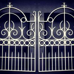 Hades Gate . . . . . #simetry #opart #digitalart #photography #photo #experimental #artistic #art #simetrical #gate #gates #contrast
