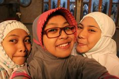 Senyum itu indah #MasjidBesarKHAhmadZamachsyari #PondokModernAlRifaie2 @Puueee @OktaOkthaa