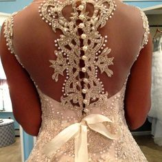 Now this is a details shot! This is the back of the stunning SOPHIA gown by @veluzbride and found @eabridal for all you US brides. We encourage you to discover this amazing designer. #designer #Veluz #EverAfter #eabridal #igersus #igersworldwide #bride #bridetobe #engaged #wedding #bridalgown