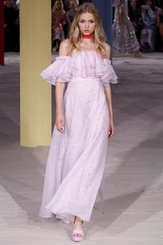 #Temperley  #fashion  #Koshchenets Temperley London Spring 2017 Ready-to-Wear Collection Photos - Vogue