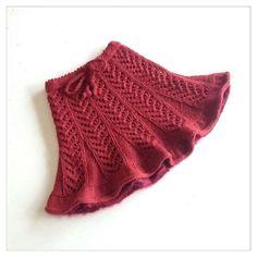Discover thousands of images about kiz cocuk ve bebek kislik orgu etek modelleri Baby Knitting Patterns, Doll Patterns Free, Knitting For Kids, Crochet For Kids, Knit Baby Dress, Black Crochet Dress, Crochet Skirts, Knitted Skirt, Knitting Wool