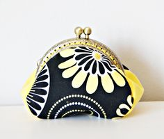 Discs and Flowers Coin Purse Frame. Printed Cotton Fabric Coin Purse. Metal Coin Purse Frame. Black and yellow purse. de dequitaypon en Etsy