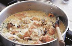 Αυτή η πλούσια, πηχτή σούπα από οστρακοειδή και ψάρι προδίδει τη νορμανδική της καταγωγή με τον μηλίτη και την κρέμα γάλακτος που περιέχει. Παραδοσιακά, χρησιμοποιούνται καλκάνι και γλώσσα, αλλά ο σολομός δίνει πιο εντυπωσιακό χρώμα στο πιάτο.