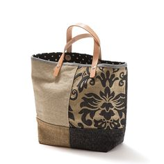 Dicas e Lifestyle Sacs Tote Bags, Cute Tote Bags, Handmade Handbags, Handmade Bags, Handmade Bracelets, Diy Sac, Boho Bags, Linen Bag, Patchwork Bags