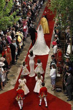 kate walking royal wedding | Royal wedding: Prince William and Kate Middleton marry at Westminster ...