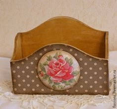 Короб для бумаг `Romance`. Короб для бумаг, квитанций, писем и т.д. Декорирован объемным медальоном.