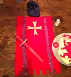 Last night at I get a text from my husband telling me our boy needed a medieval costume to go to school this morning! Medieval Party, Medieval Costume, Cute Costumes, Carnival Costumes, Costume Ideas, Knight Costume For Kids, Home Crafts, Arts And Crafts, Knight Party