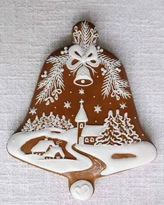 This is lovely, but I'd make a heart instead Fancy Cookies, Cute Cookies, Royal Icing Cookies, Christmas Cookies, Holiday Treats, Christmas Treats, Christmas Baking, All Things Christmas, Christmas Gingerbread
