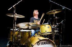 Plezier, doorzettingsvermogen en functioneel spelen en toch uit het hart zijn de belangrijkste eigenschappen..met Dennis van Hoorn drummer van Najib Amhali. Foto's van Vincent Carmiggelt.