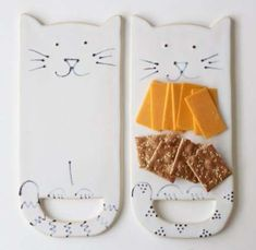 Kitty Cat Cheese Board Tray - Creamy White - Modern Ceramic Serving Dish Home… Ceramic Tableware, Stoneware Mugs, Ceramic Vase, Slab Pottery, Ceramic Pottery, Clay Projects, Clay Crafts, Cheese Platters, Serving Platters