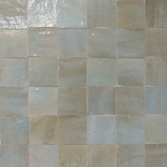 Portuguese tiles, cement tiles, Moroccan Zelliges, Azulejos and Mosaic Tiles. Own production 15 000 handmade tiles in stock, expert advice Kitchen Wall Colors, Kitchen Tiles, Lobby Interior, Kitchen Interior, Backsplash Wallpaper, Long Kitchen, Shower Niche, Ceramic Floor Tiles, Wall Tiles