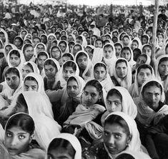 Sikh women worshipers