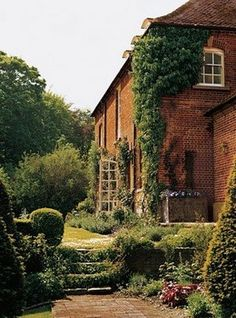 Ashcombe, Wiltshire. Former home  of Cecil Beaton...♔..