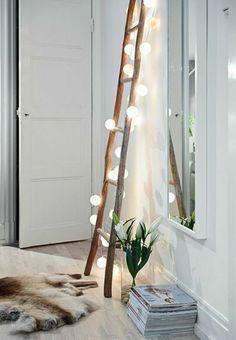 Une échelle pour réveiller un mur blanc #deco #mur #ideas