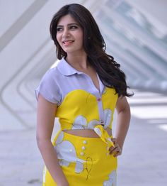Samantha Ruth Prabhu is an Indian film actress and model who appears in Telugu and Tamil films. Indian Film Actress, South Indian Actress, Indian Actresses, South Actress, Samantha In Saree, Samantha Ruth, Samantha Images, Latest Tops, Bikini Photos