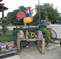 This store has tons of beautiful garden pots and lawn decor!