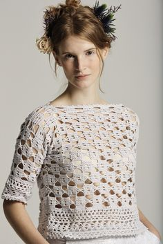 Aster from Filigree by Marie Wallin is a collection of 10 crochet designs for women using Rowan's NEW YARN! Summerlite This beautiful and very feminine collection of 10 openwork designs reflects the true elegance of this traditional craft. Moda Crochet, Pull Crochet, Filet Crochet, Irish Crochet, Crochet Lace, Crochet Stitches, Crochet Tops, Knitting Patterns, Crochet Patterns