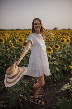 Sunflower field, yellow, sun hat, white dress, sunset, nature, photoshoot, photography  instagram|| @alana.m.powell Sunflower Field Photography, Sunflower Field Pictures, Grad Pics, Yellow Sun, Sunflower Fields, Sun Hats, Senior Pictures, Photo Sessions, Picture Ideas